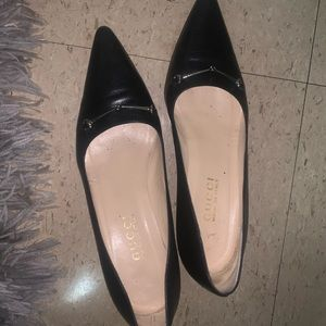 Gucci short heel pointed toe shoes